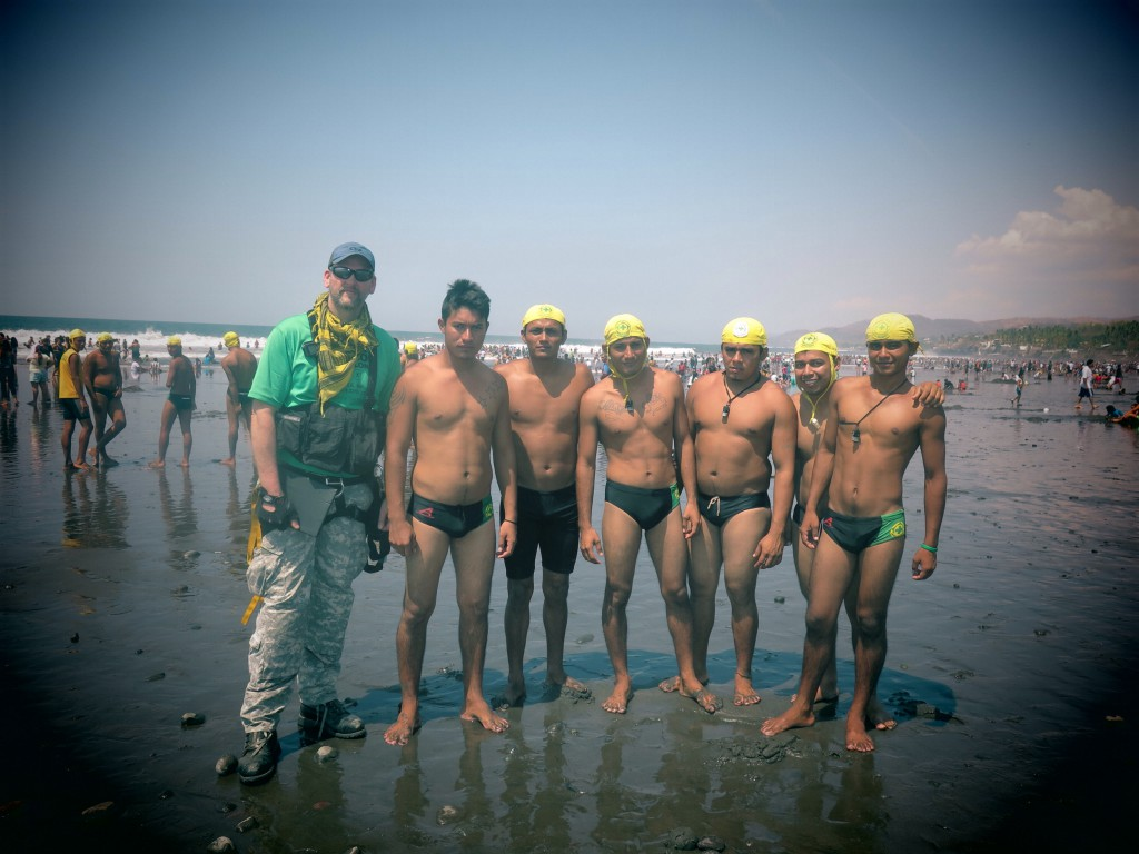 Majahual CDS lifeguards prepared to save lives during Holy Week vacations on the Salvadoran coast.